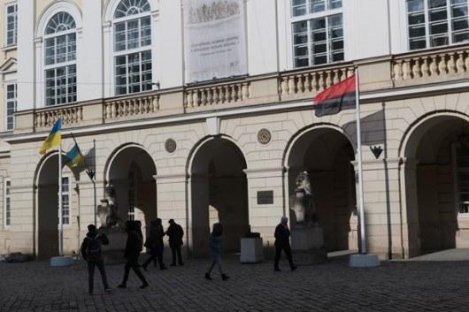 Над Львовом впервый раз подняли бандеровский флаг